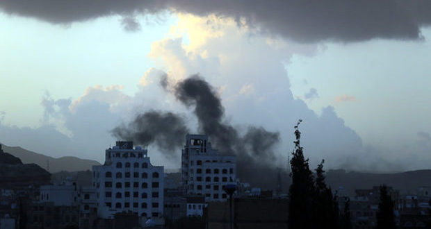 epa05089944 Smoke rises following airstrikes allegedly carried out by the Saudi-led alliance, in Sana'a, Yemen, 06 January 2016. The Saudi-led coalition carried out a new round of airstrikes on Houthi-held positions and allied military units in Sana'a a day after the UN Security Council urged the warring parties in Yemen to resume a meaningful sustainable ceasefire.  EPA/YAHYA ARHAB