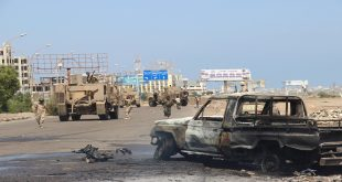 Soldiers gather at the site of a car bomb attack in a central square in the port city of Aden, Yemen, May 1, 2016, that targeted the city's security chief for the second time in a week. REUTERS/Fawaz Salman